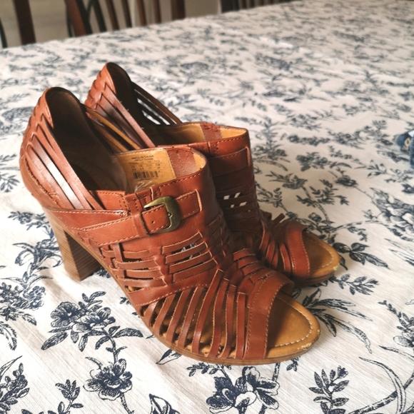 Fossil Shoes - Fossil size 8.5 sandals